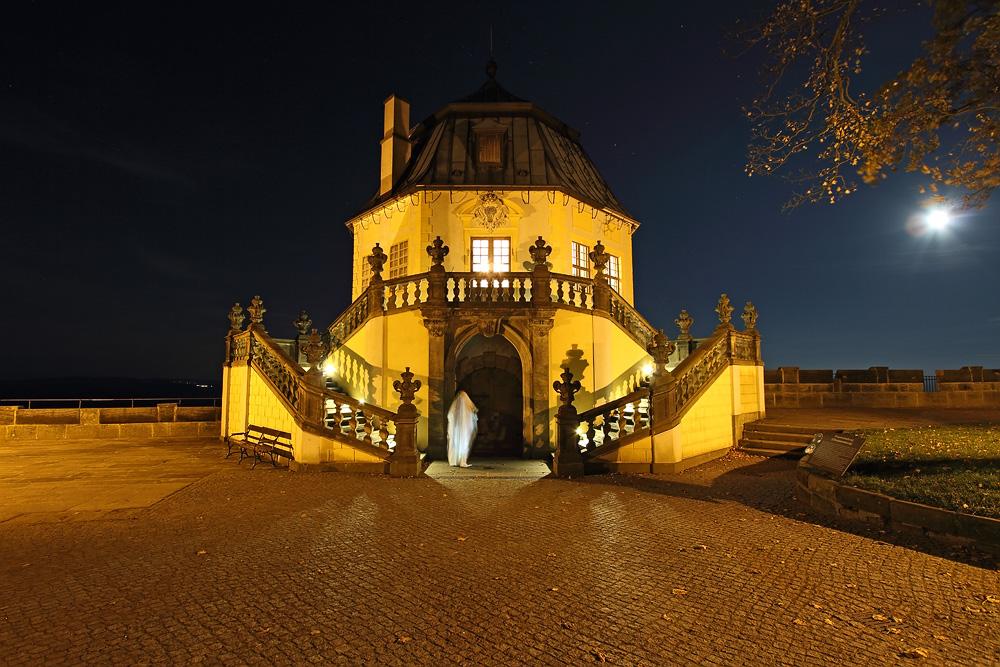 Stimmungsvoll beleuchtete Friedrichsburg