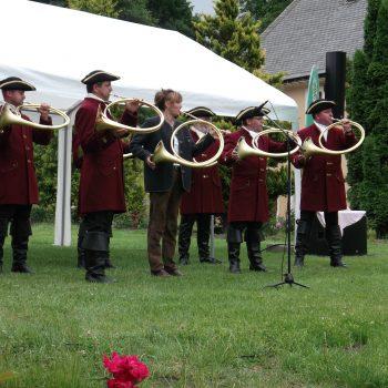 Parforcehornbläsergruppe in historischer Tracht