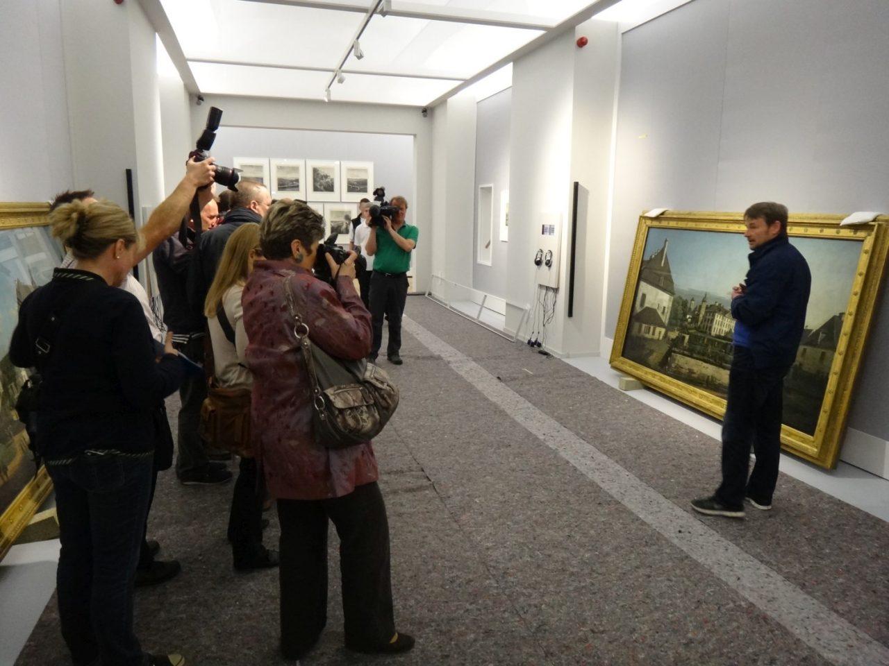 Presserummel in den Ausstellungsräumen