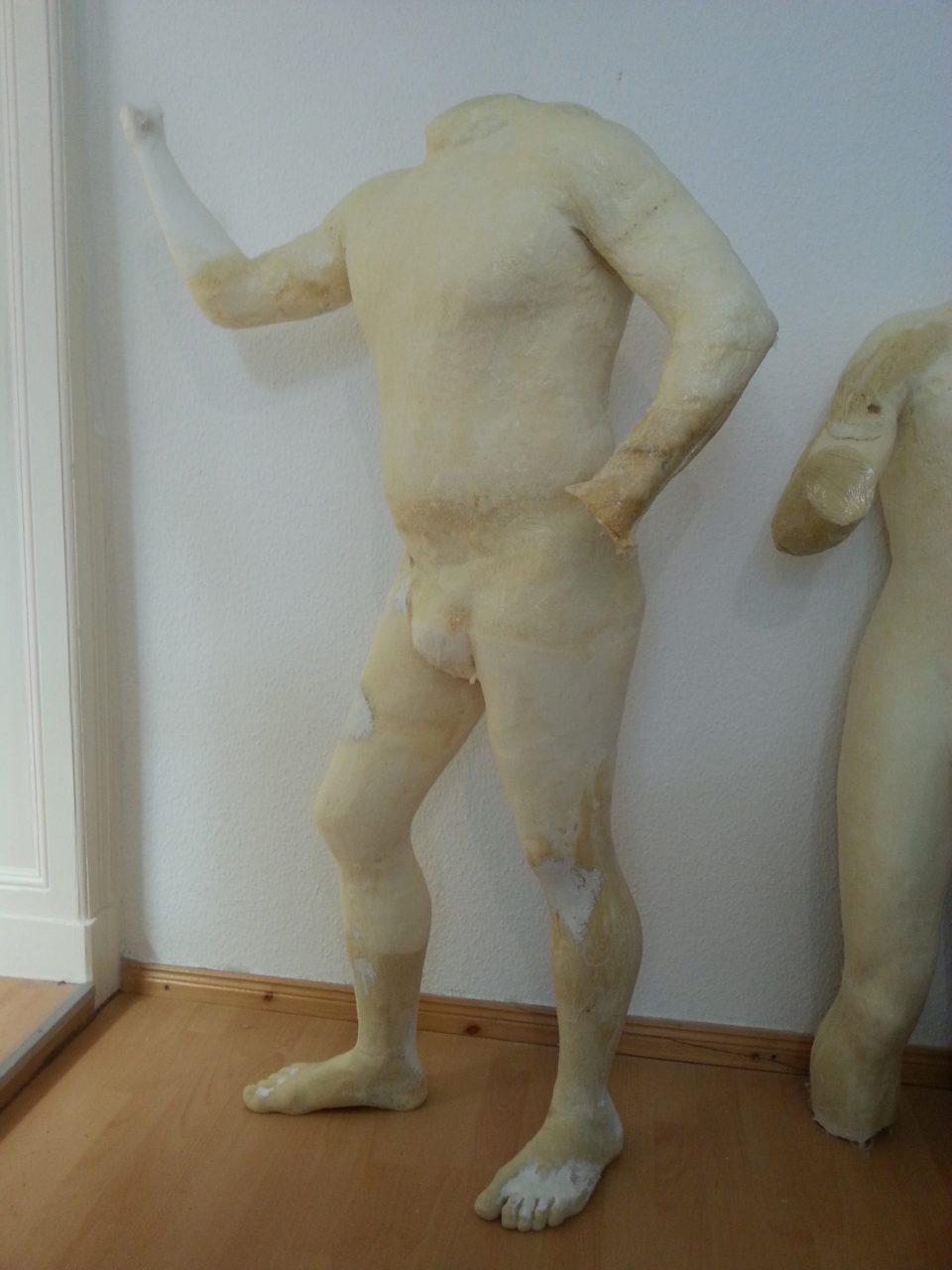 Aus Kunststoff geformter Figurenkörper