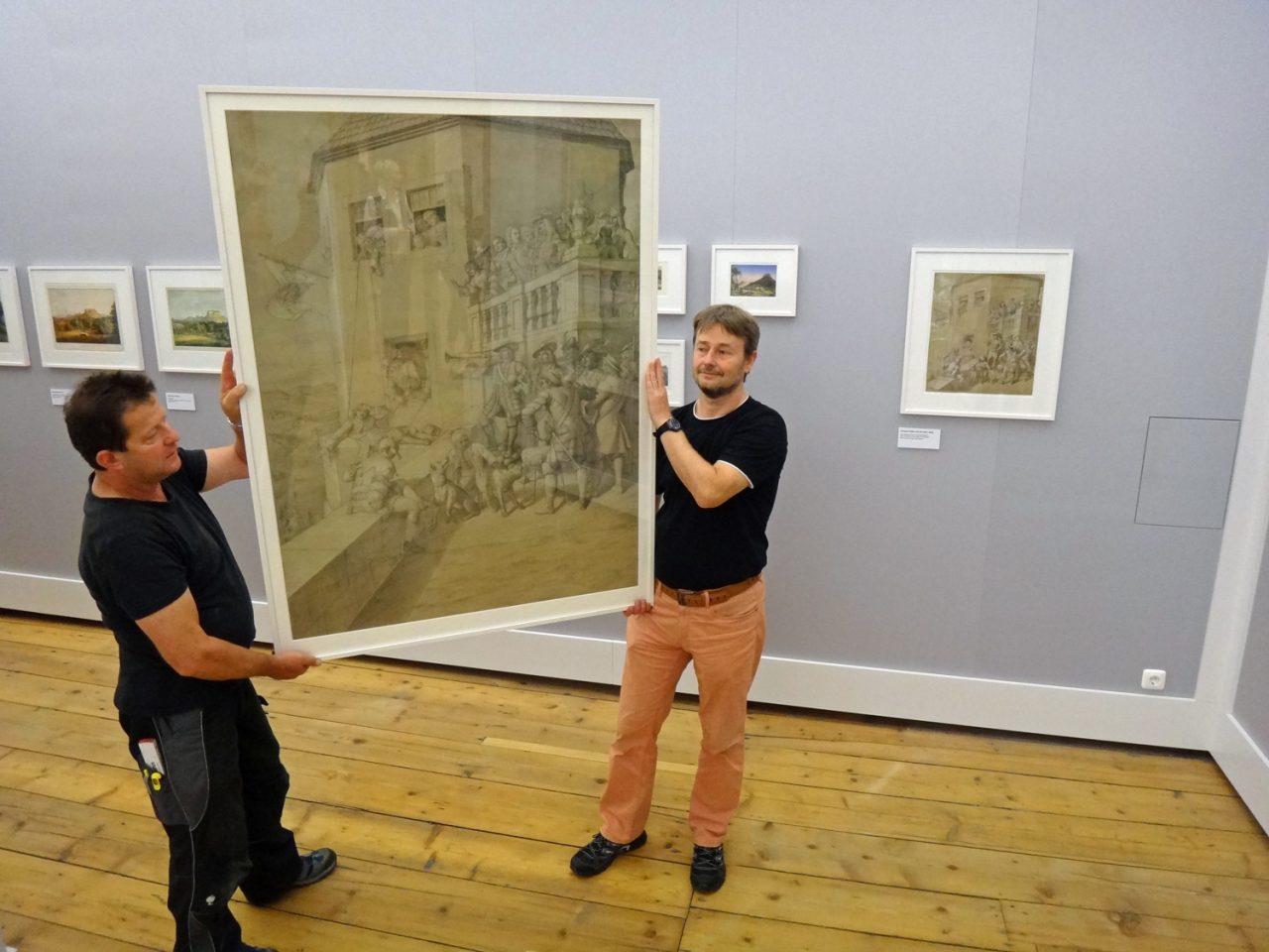 """Vergleich der beiden """"Pagenbett""""-Bilder in der Ausstellung"""