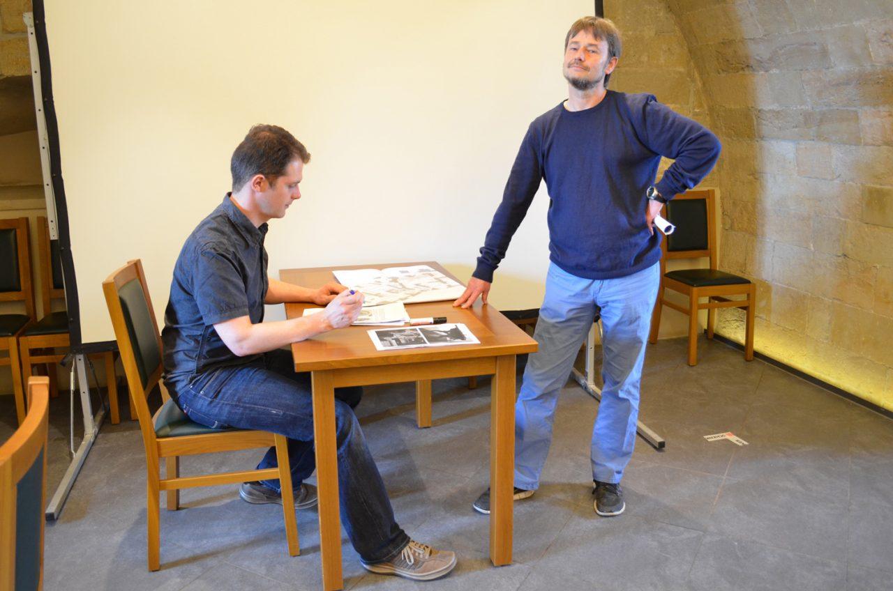 Museologen stellen die Architektenszene dar