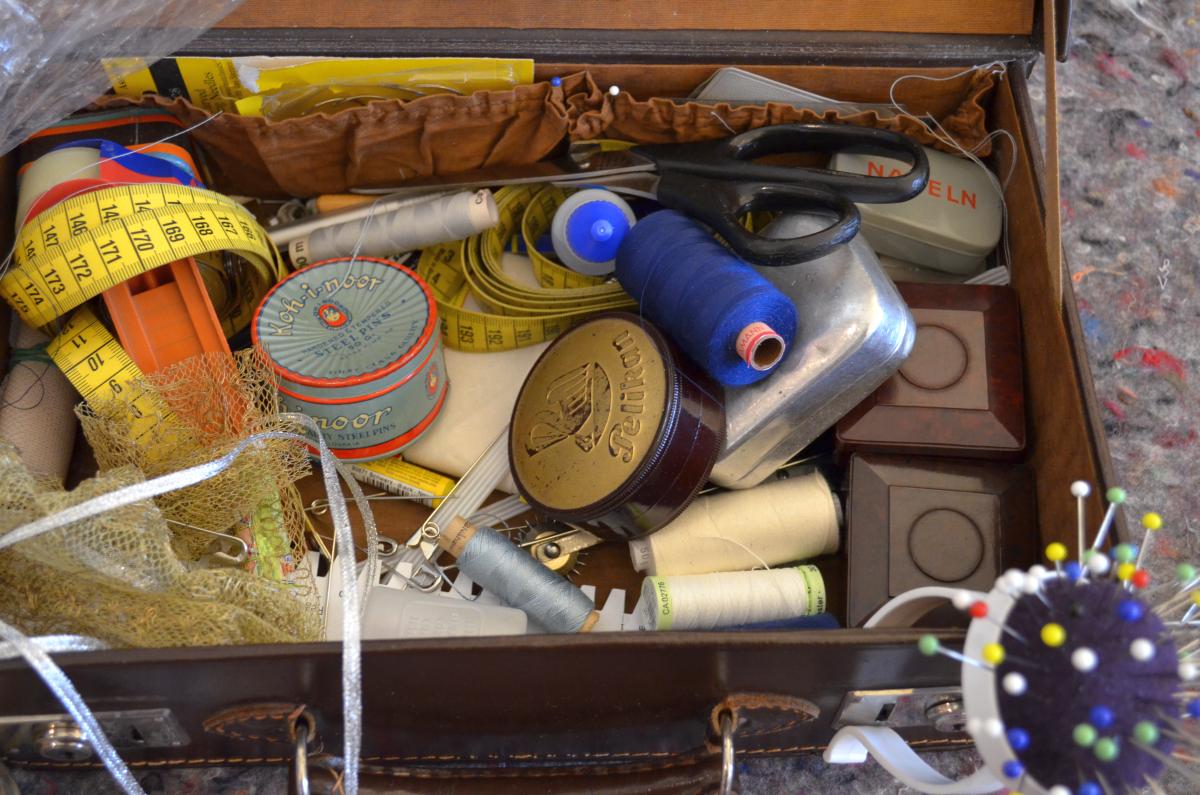 Nähzeug in einem Koffer