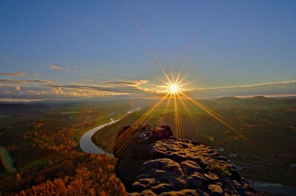 Sonnenaufgang über der herbstlichen Sächsischen Schweiz - vom Lilienstein