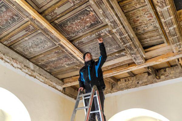 Renaissance-Kassettendecke in der Georgenburg entdeckt