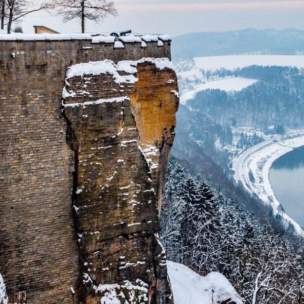 Blitzeichenplateau und Blick auf die Elbe