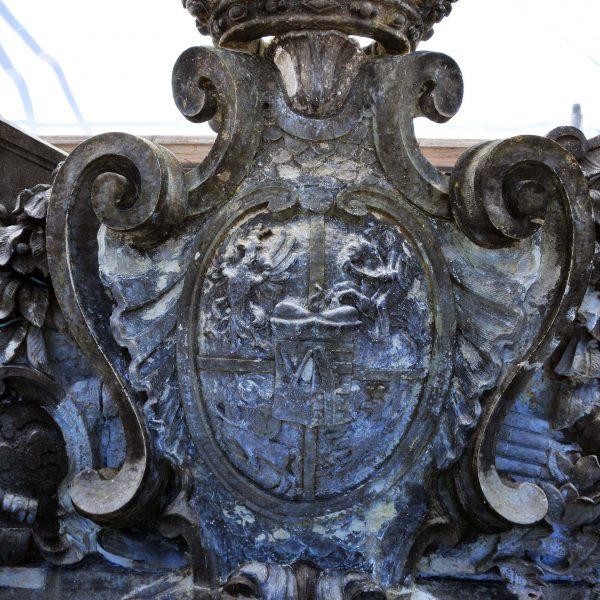 Wappen: Zwischenzustand - gereinigt