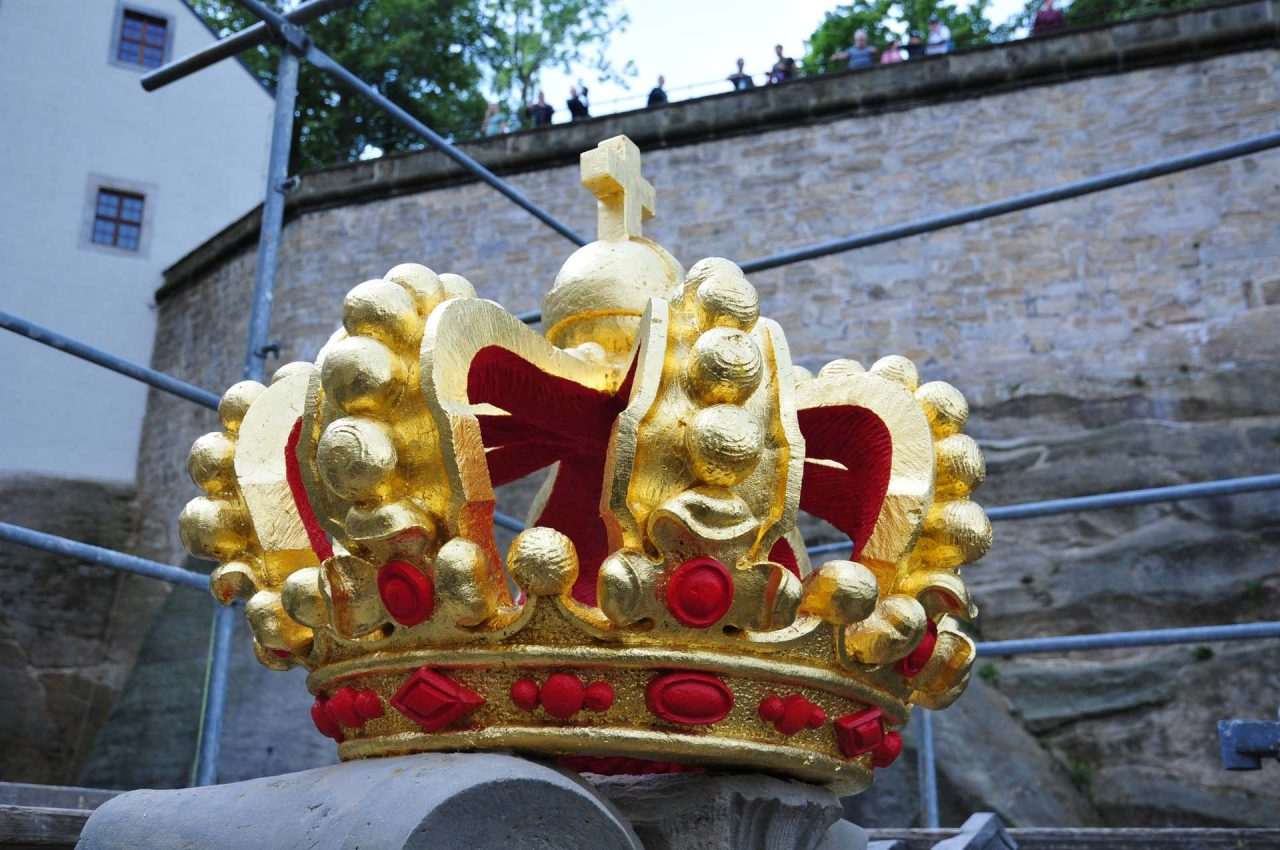 Neue Vergoldung der Krone