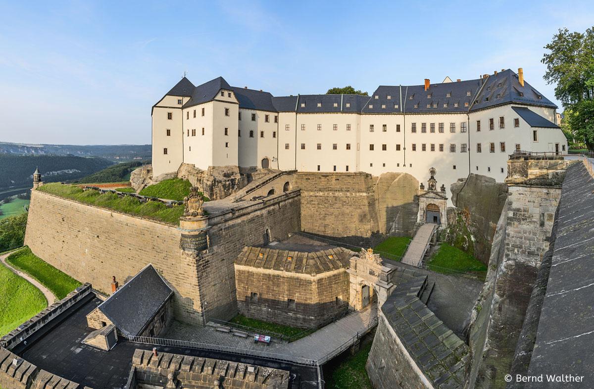 Westbebauung Festung Königstein mit neu saniertem Medusentor