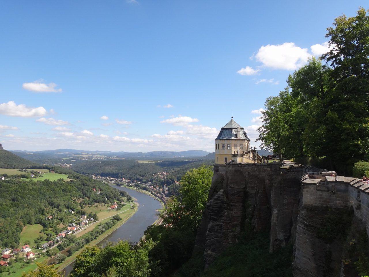 Fürher Christiansburg, heute Friedrichsburg hoch über dem Elbtal