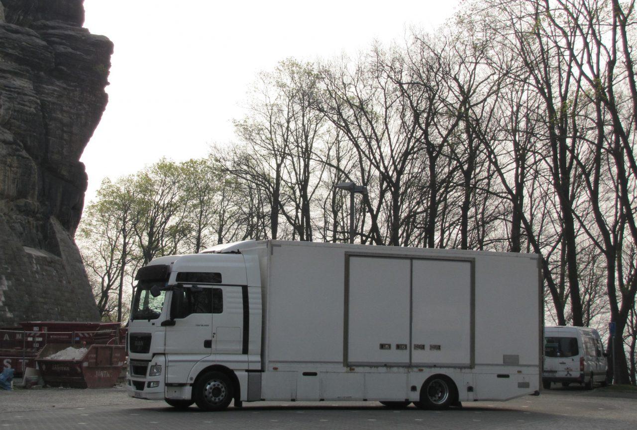 Großer, weißer Lastwagen