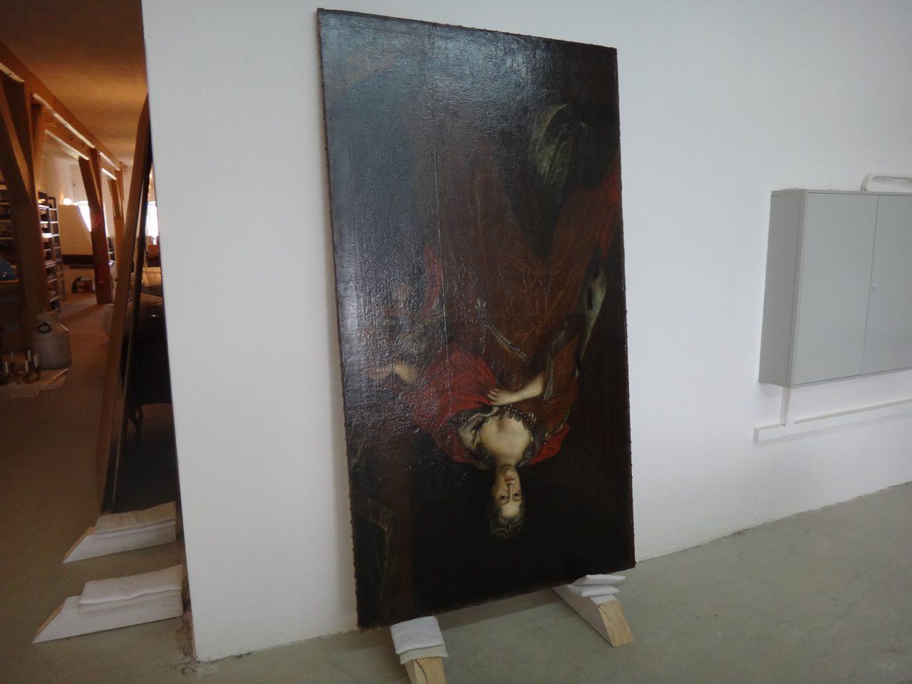 Gemälde steht auf dem Kopf