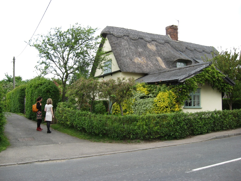 Englisches Landhaus mit Vorgarten.