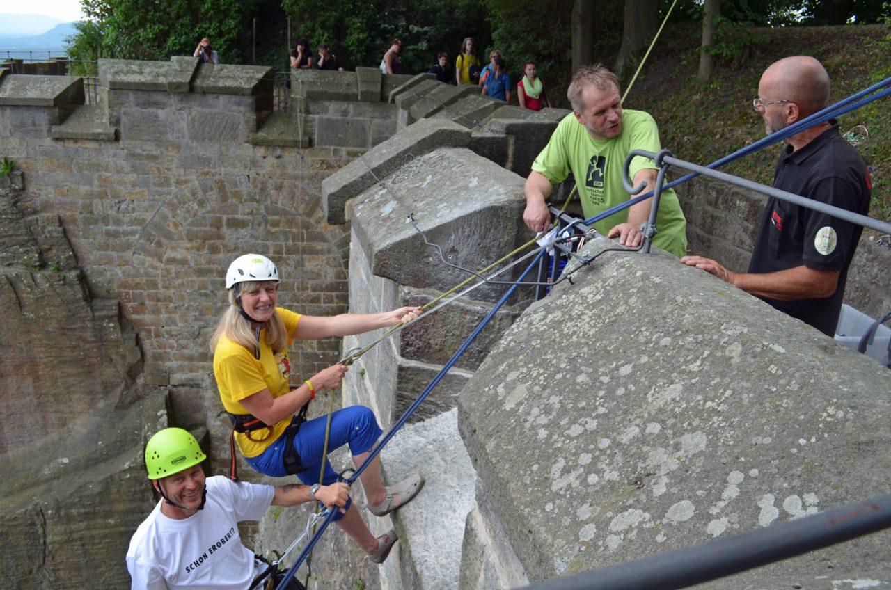 Mitarbeiter an der Abstiegstelle