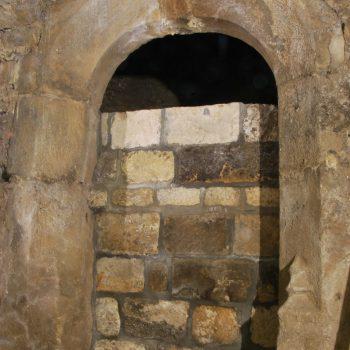 Klosterpforte vor der Reinigungsaktion