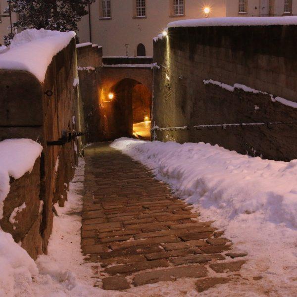 """Beleuchtete """"Helle Appareille"""" mit Schnee"""