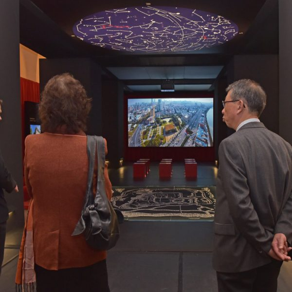 Drohnenfilm im Mediensaal zeigt Stadtmauer-Dimensionen