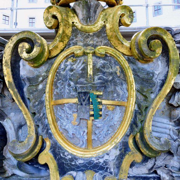 Wappen: Vorzustand mit Farbresten
