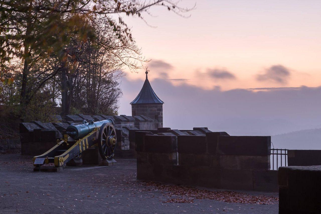 Kanone und Wachturm an der Südseite der Festung