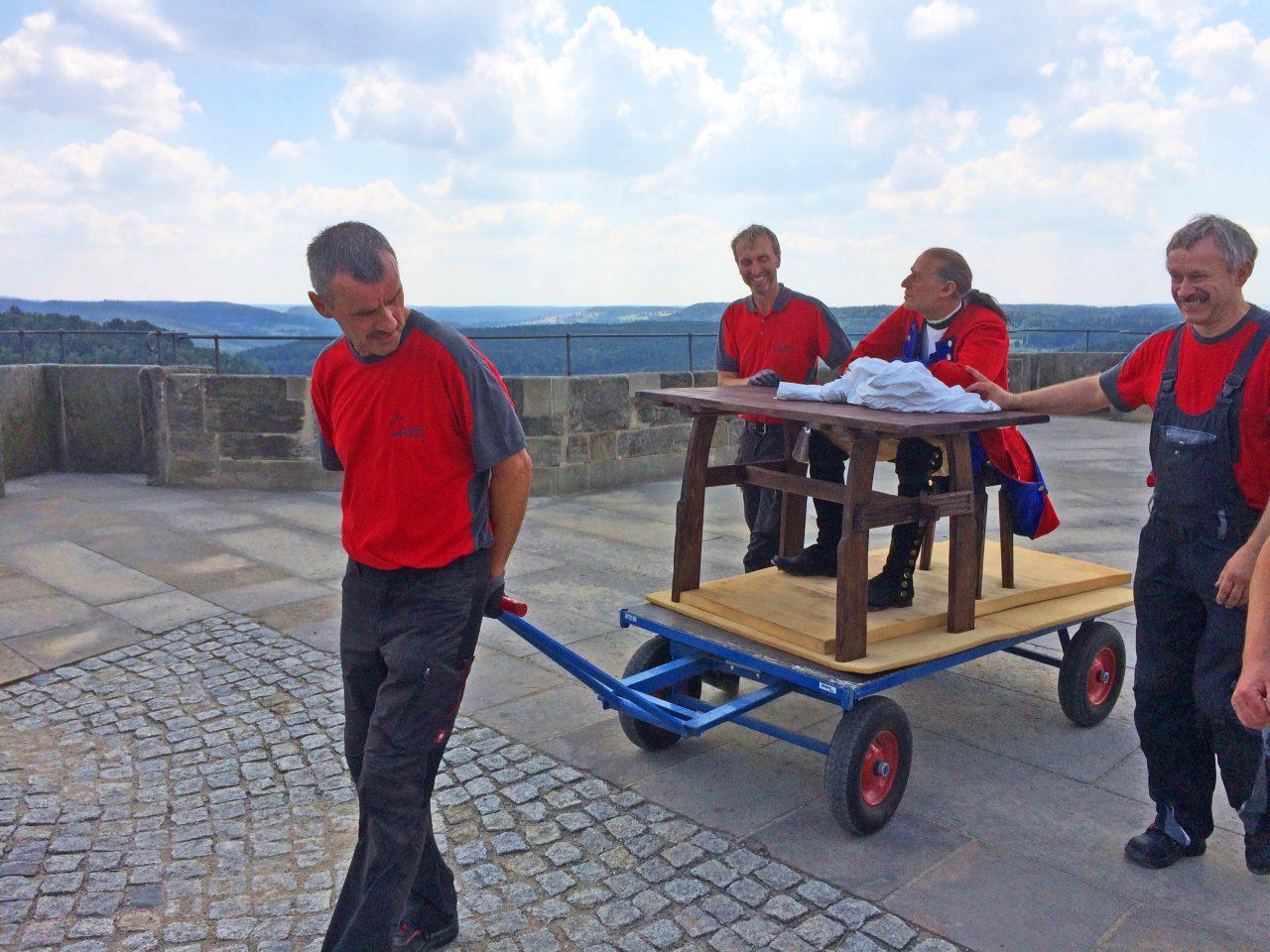 """Transport der Figur des Wachsoldaten """"Franz"""""""