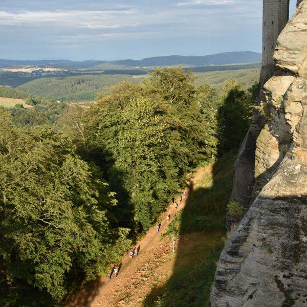 Läufer auf dem Patrouillenweg unterhalb der Festung Königstein
