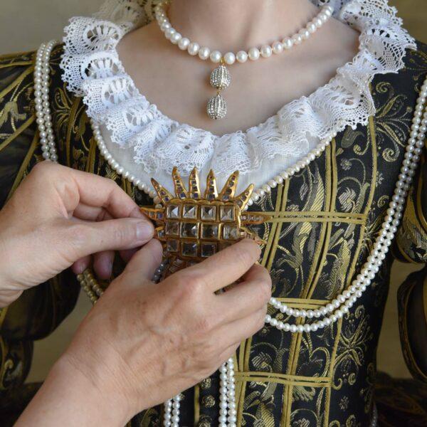 Bruststern an Magdalena Sybillas Kostüm
